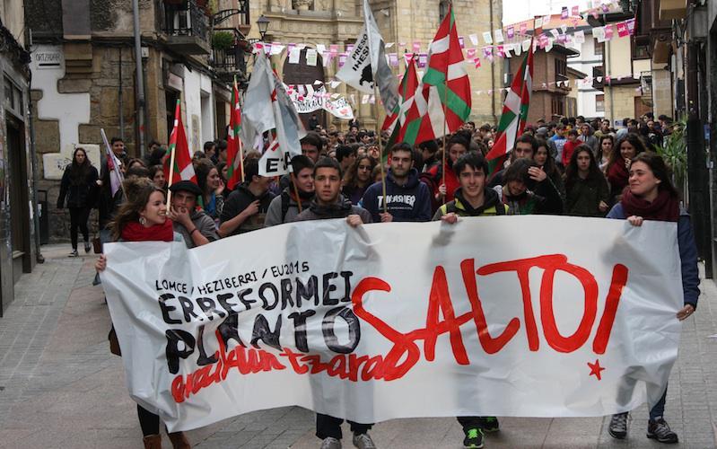 Erreformaren kontrako ikasleen manifestazioa