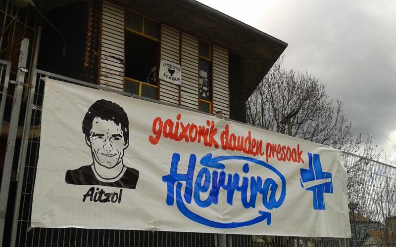 Aitzol Gogorza preso oreretarraren egoera salatzeko Basaurira martxa antolatu dute gazteek.