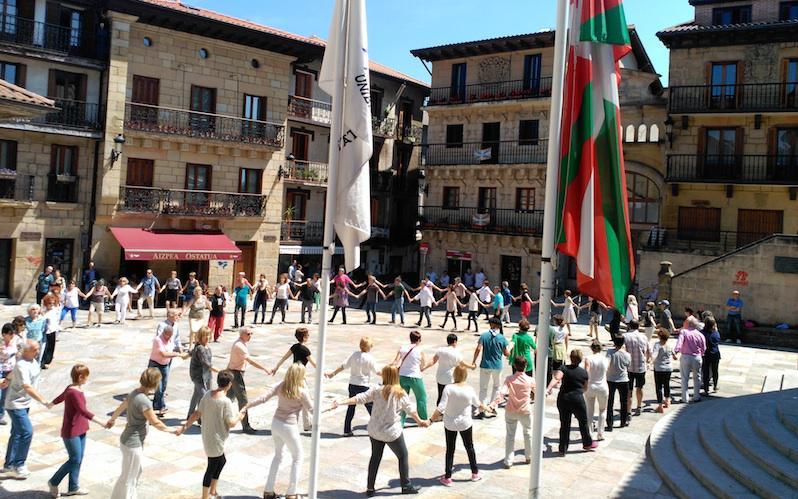 Muxikoak Lezoko plazan iaz.
