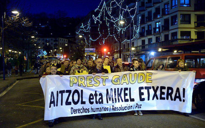 Aitzol Gogorza eta Mikel Arrieta larri gaixo dauden presoen aldeko manifestazioa. Argazkia: Borja Arbelaitz