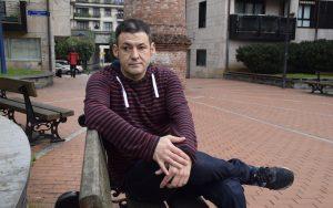 Alberto Muñagorri duela 36 urte bonbak eztanda egin zuen eremuan.