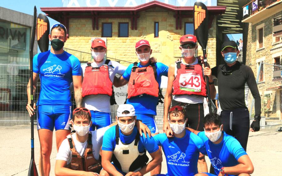 Pasaia Kayak taldea Donostia-Pasaia-Donostia probaren aurretik [Irudia: Pasaia Kayak]