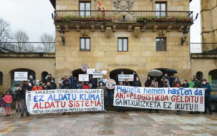 U30 Aldaketaldiak deitutako protesta Lezon.
